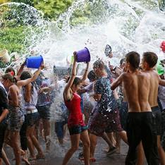 水かけ祭り