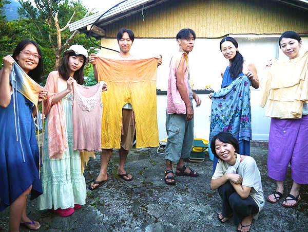 屋久島の赤土と麻炭で手ぬぐいを染めちゃおう!